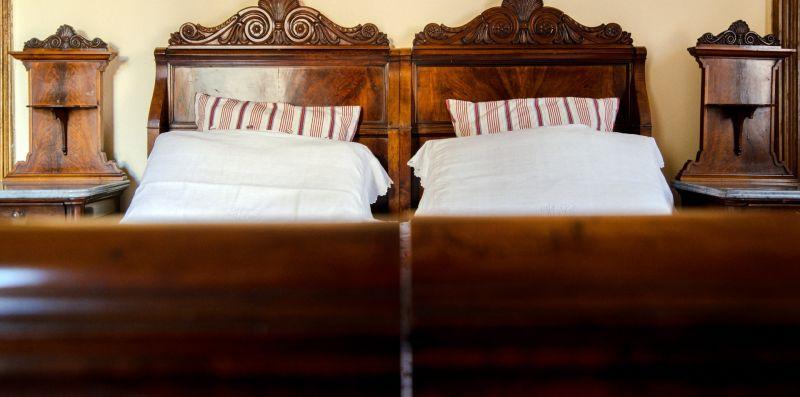 Letto matrimoniale in legno massiccio - Charming House Bice