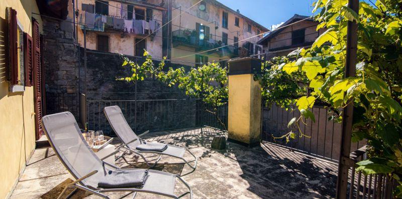 Le due sdraio presenti in veranda - Charming House Bice
