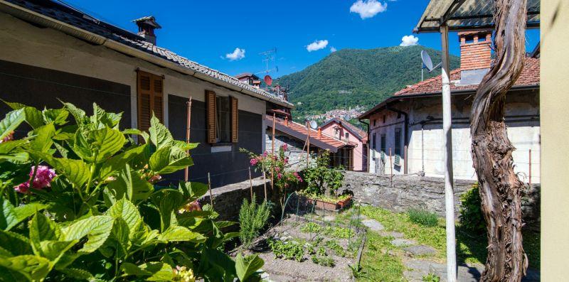 Il piccolo orto con piante aromatiche - Charming House Bice