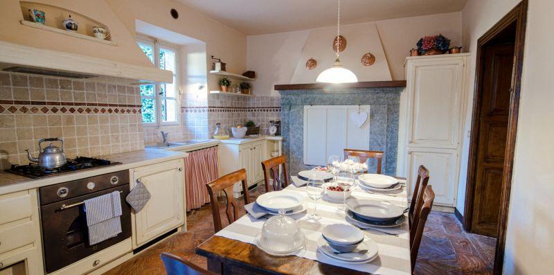 Il grande e spazioso tavolo da pranzo - Charming House Bice
