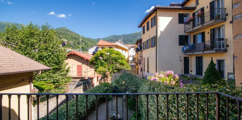 Il giardino esterno con viottolo d'ingresso - Charming House Bice