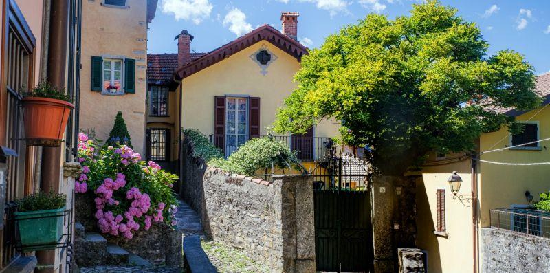 La strada di ciottoli d'ingresso alla villa - Charming House Bice