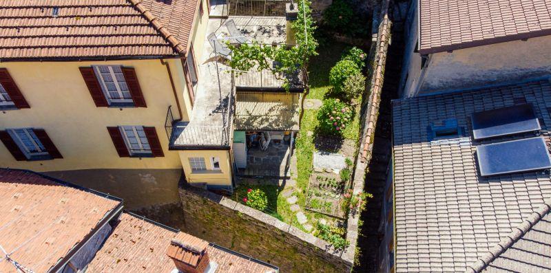 Il giardino della villa visto dall'alto - Charming House Bice