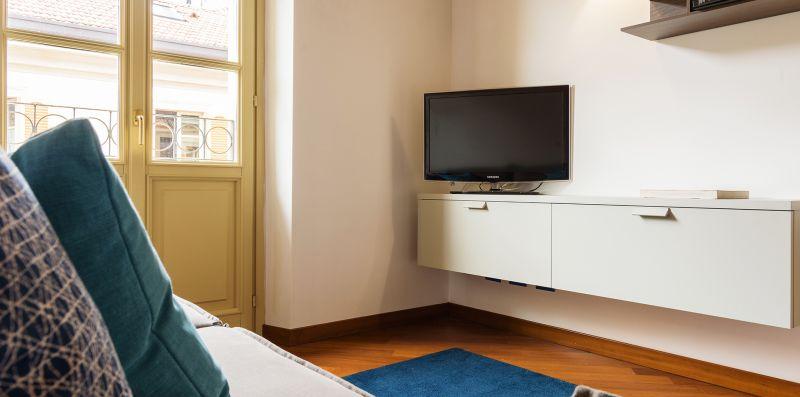Televisore samsung lcd su mobiletto - Contrada San Giacomo