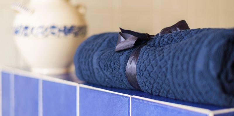 Asciugamano di colore blu in cotone - Contrada San Giacomo