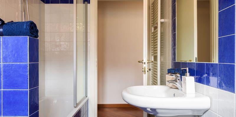 Vasca con vetri apri-chiudi doccia - Contrada San Giacomo
