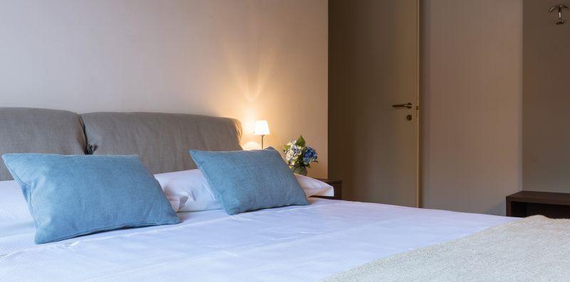 I quattro cuscini sul letto matrimoniale - Contrada San Giacomo