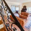 Elegante salone con due divani e mobile d'epoca - Villa le Rose