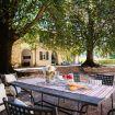 Il grande tavolo in ferro da esterno - Villa Crivelli Visconti