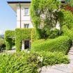 Il rigoglioso giardino con piscina esterna - Villa Benedetta