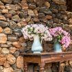 Vasi in fiore posti sul tavolino esterno - Belvedere Sant'Anna