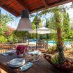Tavolo da pranzo esterno in legno - Giardino di Michela
