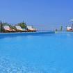 Piscina privata con lettini accessoriati - Giardino sul Mare