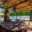 tavolo e sedie da giardino per sedersi e mangiare - Villa Elda