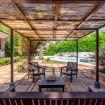 Zona relax esterna completa di divanetti e tavolino - Villa Elda