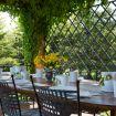Ampio tavolo in legno esterno coperto per pranzi - Fattoria Gorgo
