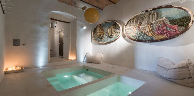 STYLISH VILLA WITH FABULOUS POOL  - Doorways to Italy