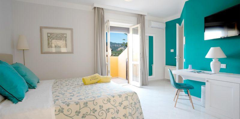 Bouganville - Suite con balcone sulla Piscina - Estay srl