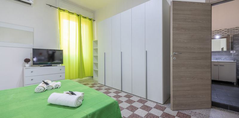 Yellow Room in San Benedetto - Estay srl