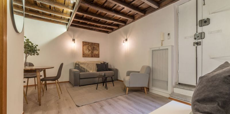 Campo de' Fiori Stylish Apartment - iFlat