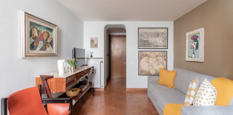 Innovative Pantheon House - iFlat