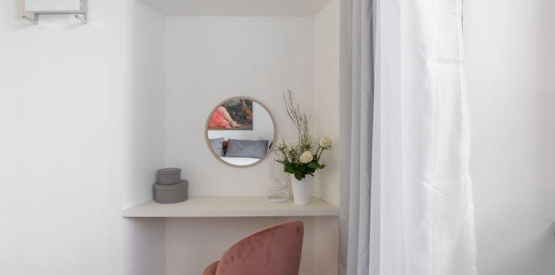 Pantheon Historical White Apartment - iFlat