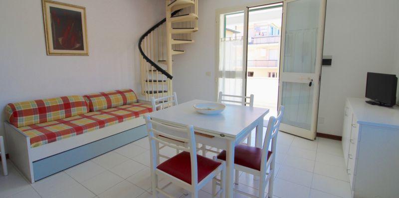 Rif.V10 - CIPRESSO 1 - Immobiliare Arcobaleno di Cecinini Elena