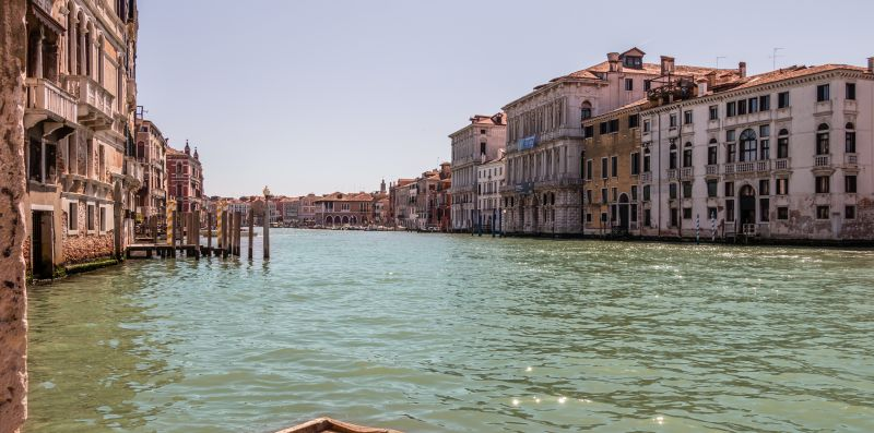 ADMIRAL EMO PALACE OVER CANAL GRANDE - Lion Host