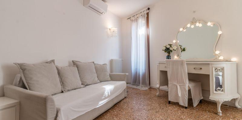 Palazzo DaPonte 04 - Lion Host