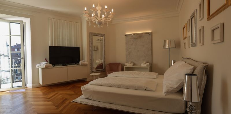 Apartment Deluxe - ROEMERLIVING luxury living & suites
