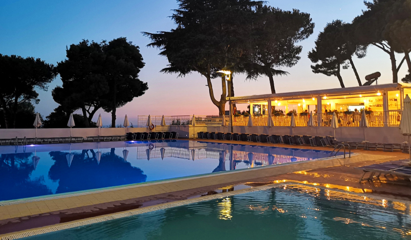 hotel sakura piscina