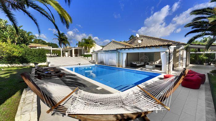 Villa Pietrabianca Deluxe with private swimming pool