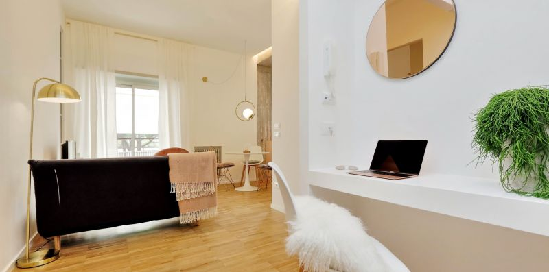 RENOVATED AND GLAMOUR FLAT CLOSE TO CENTER - YOUCOMEHERE SRLS
